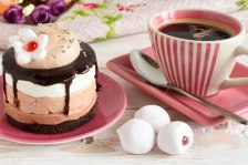 iStock_96553953_MEDIUM-coffee-cake-650